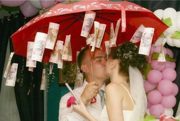 Шуточные подарки на свадьбу молодожёнам своими руками